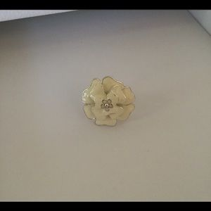 Stella and Dot Bloom Flower Ring in Ivory